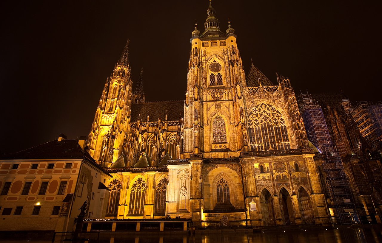 http://courseinreligion.org/temples/St_Vitus_Cathedral__Prague__Czech_Republic__02.jpg